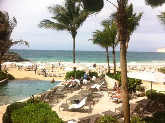 La Concha Renaissance San Juan Resort: Infinity pool overlooking ocean