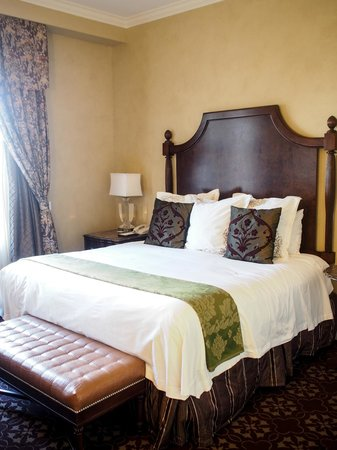 The Roosevelt New Orleans, A Waldorf Astoria Hotel: Small but gorgeous room