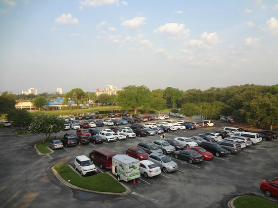 Clarion Inn Lake Buena Vista: Estacionamento