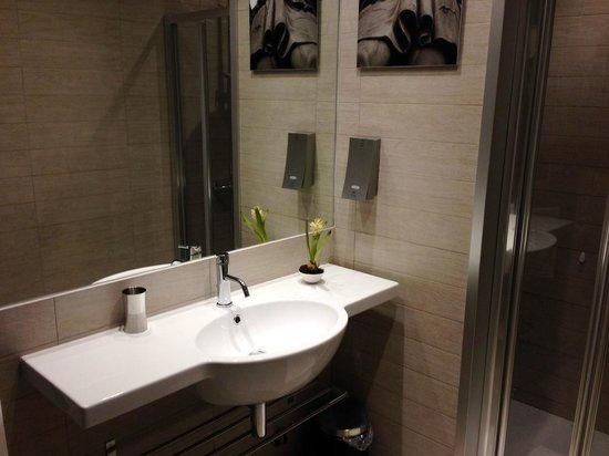 HiSuiteRome : Very clean bathroom