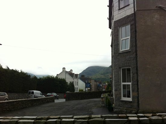 Llanberis Lodges: View from the parking - just a few steps away from the central street of the town.
