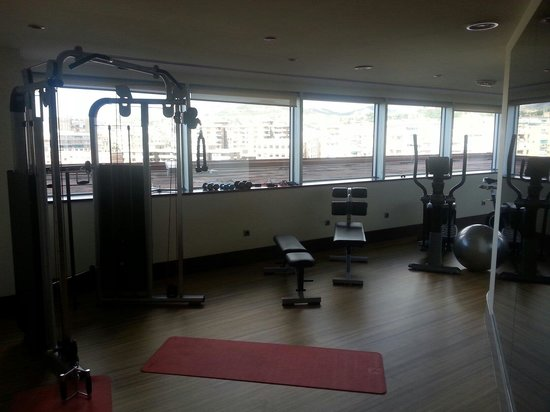 Barcelo Granada Congress: Gym. Small but great view.