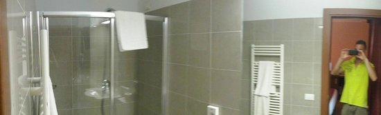 Galileo Palace Hotel: bagno