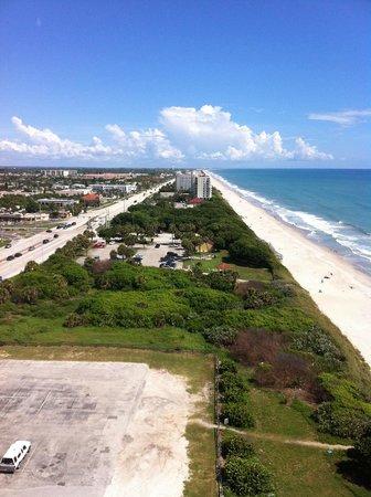 Radisson Suite Hotel Oceanfront: Room View