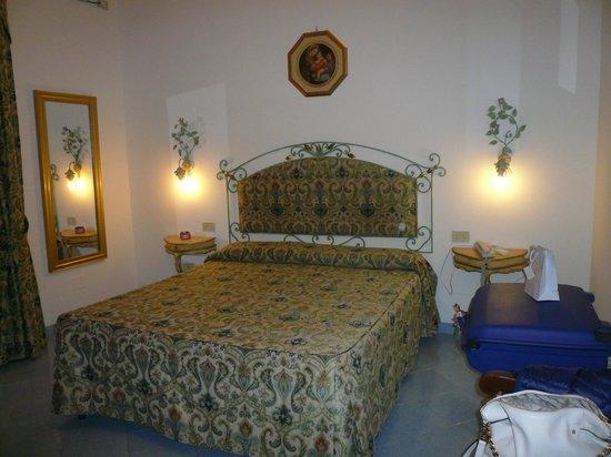 Royal Prisco Hotel : matrimoniale standard con vista mare