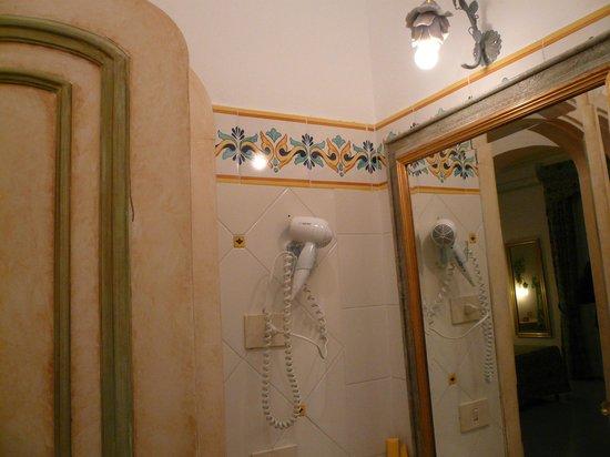 Royal Prisco Hotel : bagno matrimoniale standard