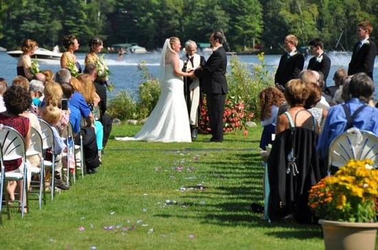 Dillman's Bay Resort: Wedding at Dillman's