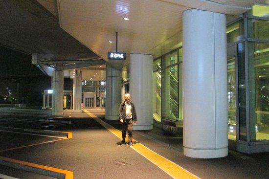 Hotel JAL City Haneda Tokyo : Arrêt navette aéroport Haneda