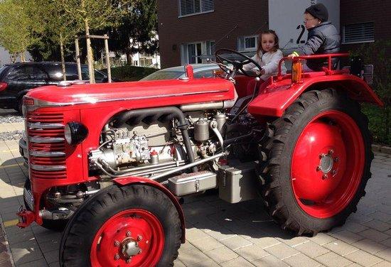 Bar Piscina Koka: Traktor Hürlimann