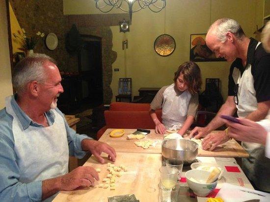 Percorsi con Gusto : Shaping the gnocchi