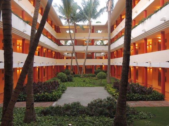 Iberostar Dominicana Hotel: Cour intérieur où les chambres
