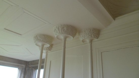 Blackwell Arts and Crafts House: white drawing room