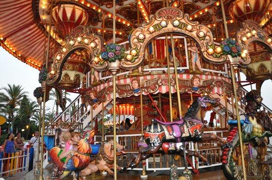 Tivoli World: атракционы в тиоли парке