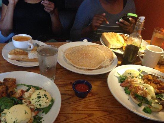 Bayside American Cafe: pancake and lobster fritara