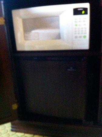 Drury Inn & Suites Nashville Airport: Mircrofridge and microwave inside tv chest