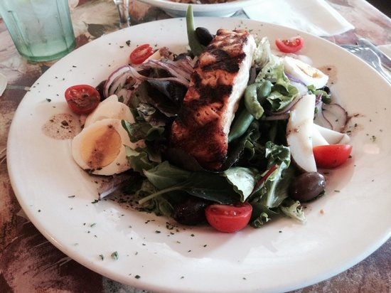 Zoey's Double Hex Restaurant: Salmon salad