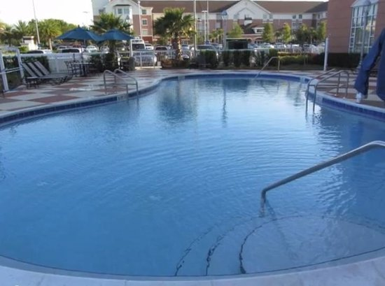 Hampton Inn & Suites Orlando Airport at Gateway Village: heated pool