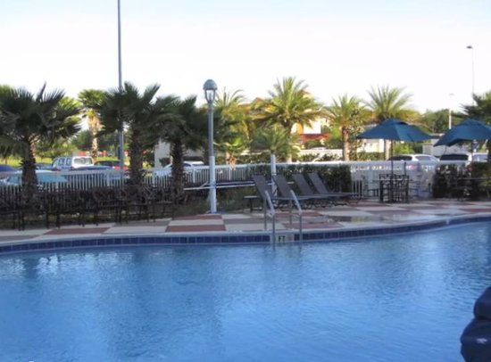 Hampton Inn & Suites Orlando Airport @ Gateway Village : heated pool