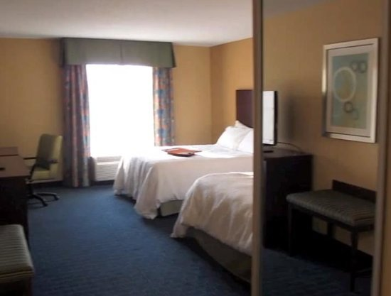 Hampton Inn & Suites Orlando Airport @ Gateway Village : double queen room