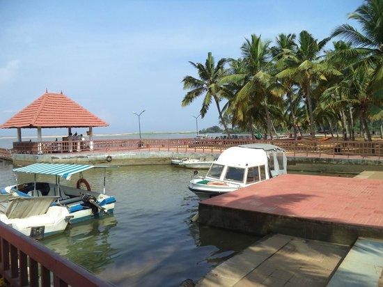 Estuary Island Resort: Resort jetty area