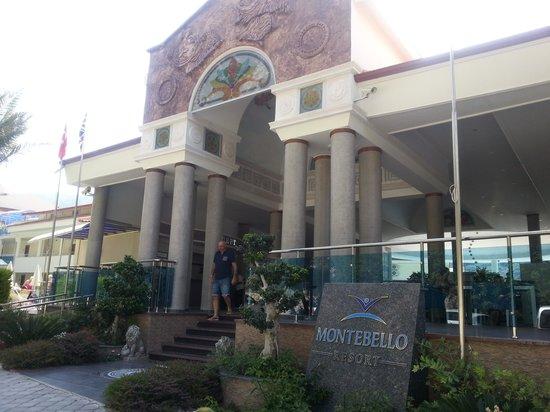 Montebello Resort: Hotel Entrance
