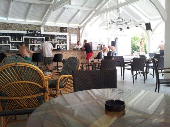Montebello Resort: Pool Bar