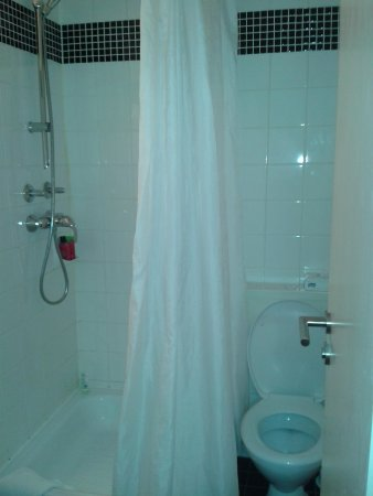 Days Inn Berlin West: bathroom