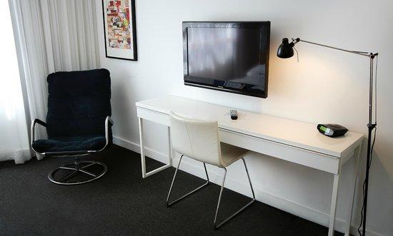Lorraine Hotel: Room