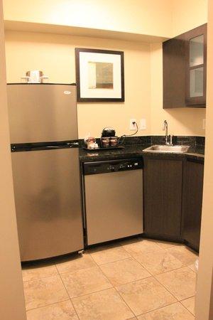 DoubleTree Suites by Hilton - Austin: King Bedroom Suite