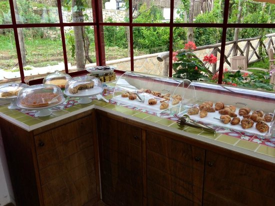 Capri Wine Hotel: Part of the breakfast spread
