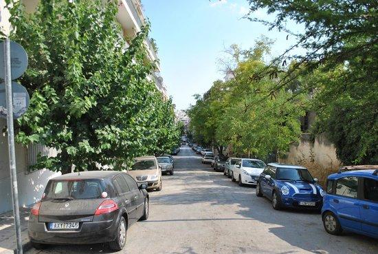 Divani Palace Acropolis: Rua do Hotel