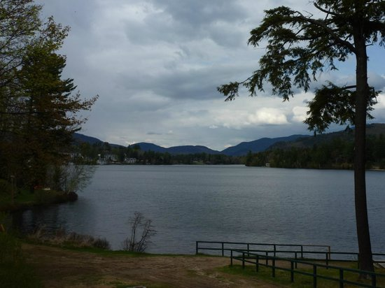Hampton Inn & Suites Lake Placid: Another view around Mirror Lake where hotel is found