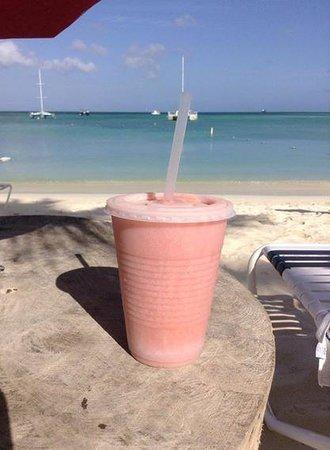 Eduardo's Beach Shack: Strawberry Kiss Smoothie