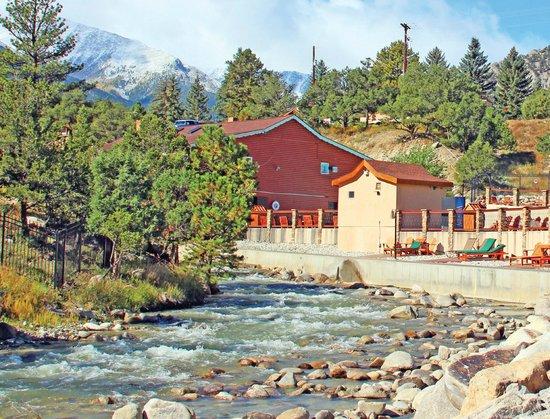 Mount Princeton Hot Springs Resort : Hot Springs Along Chalk Creek