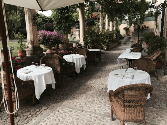 Hotel Salvia (Adults Only): Dinner outside on the patio
