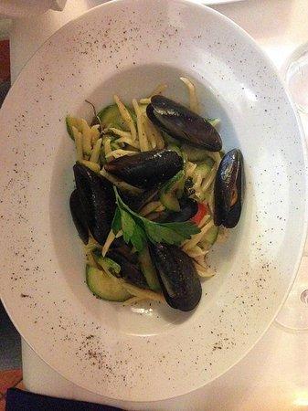 Trattoria Don Ciccio: trofie cozze, zucchine e menta