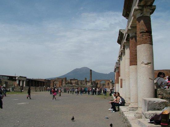Tours Pompei: al fondo el Vesubio
