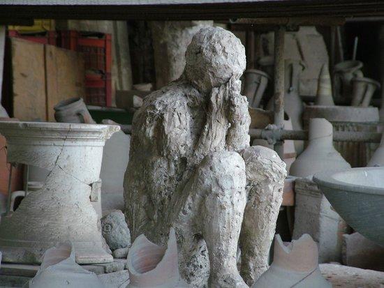 Tours Pompei: como quedó una persona sepultada en cenizas