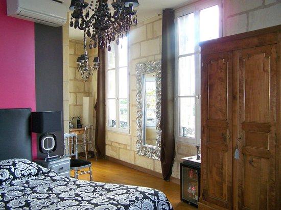Maison de la Commanderie: Great lighting and views from our Le Chambre des Chevaliers