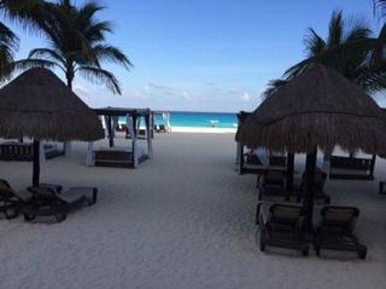 Hyatt Zilara Cancun: view from our beach cabana
