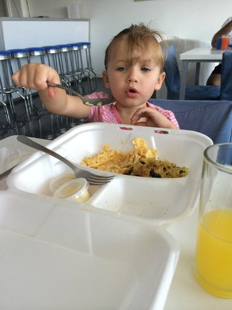 Cocoon Hotel: She absolutely loved the eggs and mango juice!