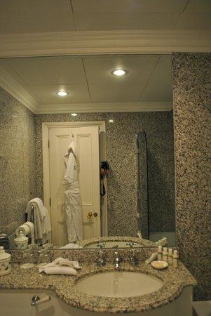 Dukes Hotel: Banheiro