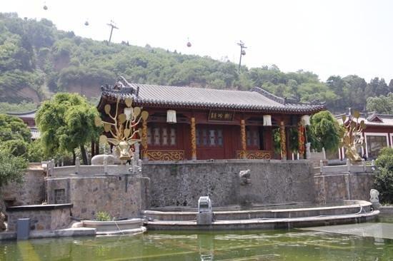 Huaqing Hot Springs: hot springs