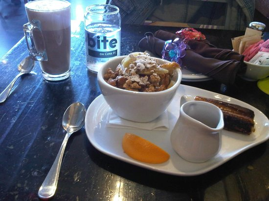 The Joint Cafe : Cafe latte with amazing Baked French Toast
