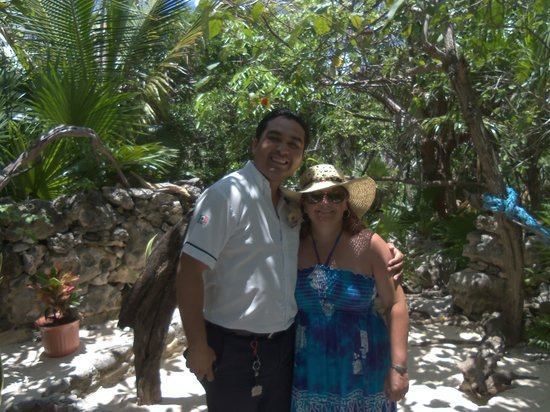Tours Plaza - Day Tours: LEO The DRIVA  and wife at Coconuts