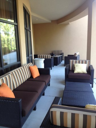 Courtyard Missoula : I loved that I could by a glass of wine at the front desk and sit outside on this lovely patio i