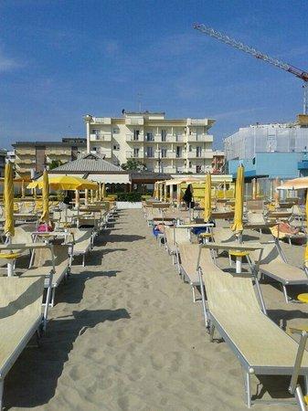 Hotel Garden: l'Hotel visto dalla spiaggia