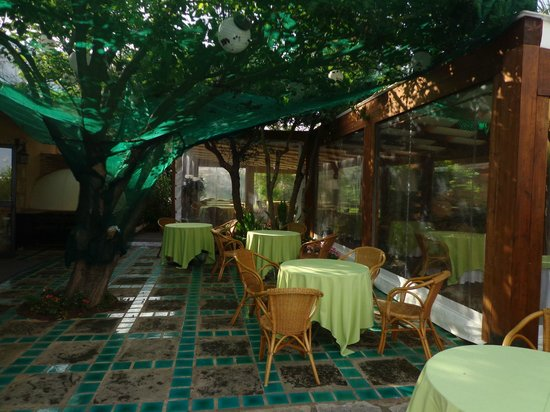 Magaggiari Hotel Resort: restaurant extérieur