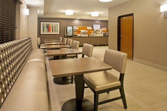 Holiday Inn Express Minneapolis-Minnetonka: Breakfast Area