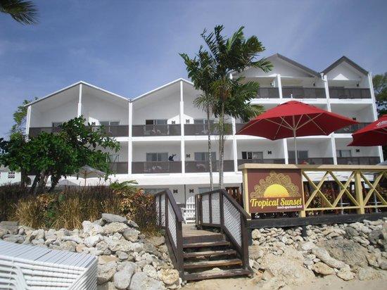 Tropical Sunset Beach Apartment Hotel: Hotel from beach